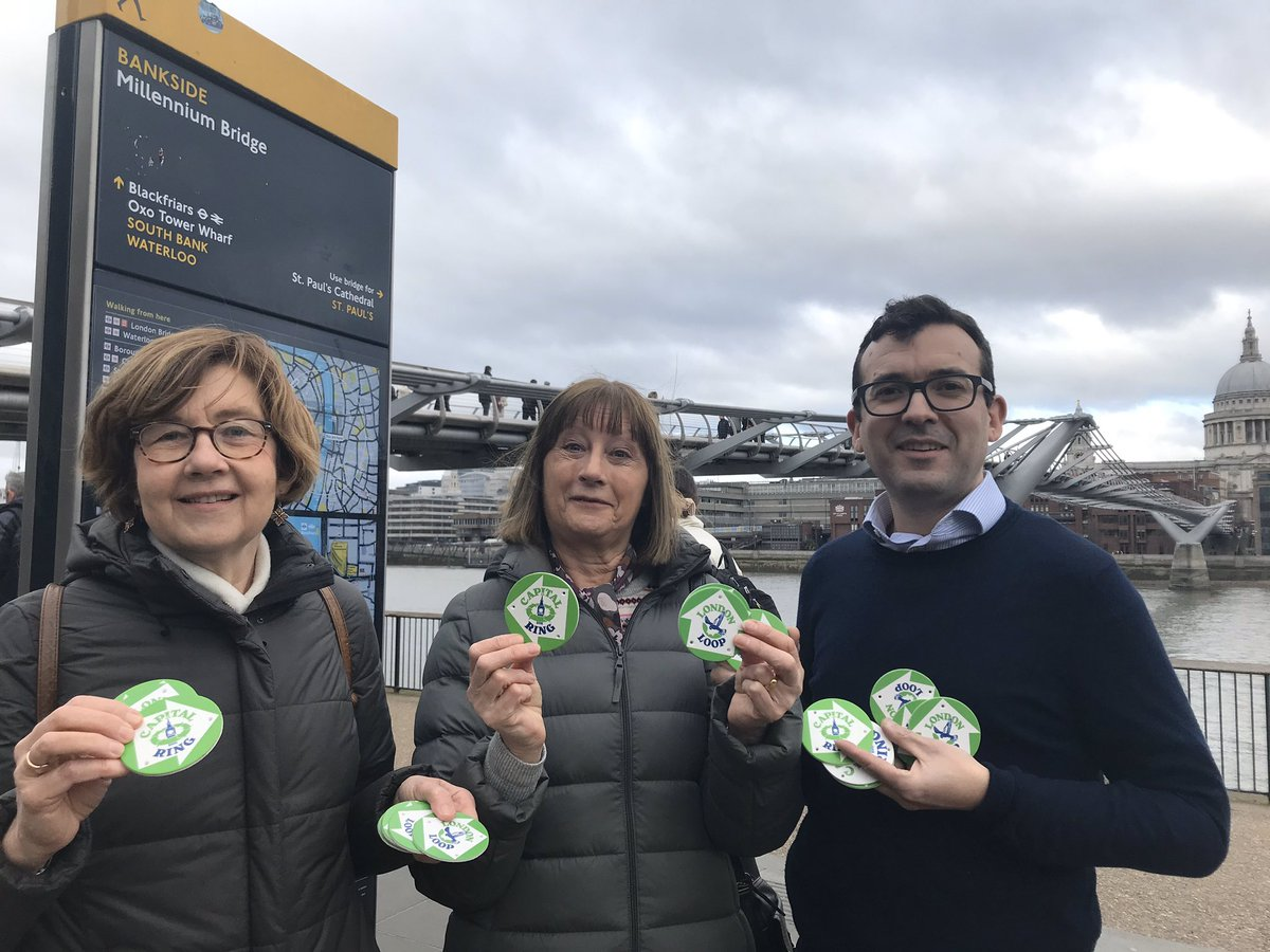 Our Capital Ring Rangers taking delivery of some Capital Ring and London Loop waymark discs from @willnorman earlier today. Our footpath guardians for the two routes will be working with boroughs and landowners to replace missing and damaged waymarks @LondonLoop1 @ring_capital