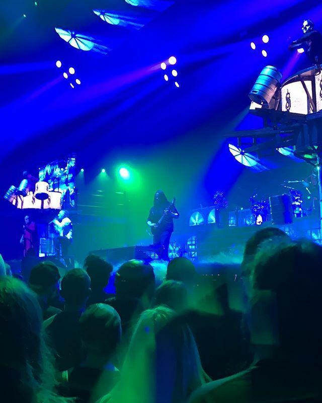 Old does not mean bad. #Slipknot #live #cool #mickthomson #guitar #Budapestpic.twitter.com/ZVaRgOAtrI