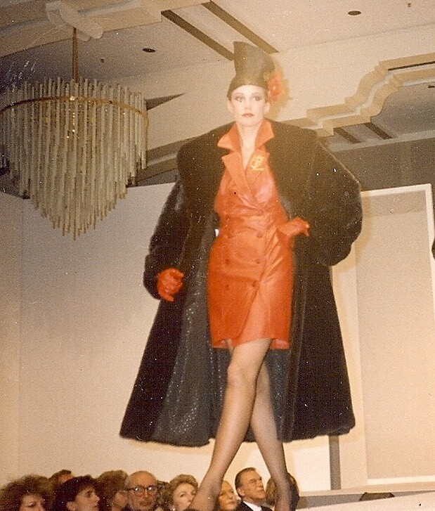 Day 2 of the 10-day Performer/Artists challenge.  #1980s #frankfurt #runway #10daychallenge  #maturemodel #model #classicmodel #style #fashion #fashionmodel #andfabulous #womenover50 #bestagermodel #photography #agepositive #modeling #ageisjustanumber #maturebeauty #lifestyl…pic.twitter.com/WoyWQyUSWU