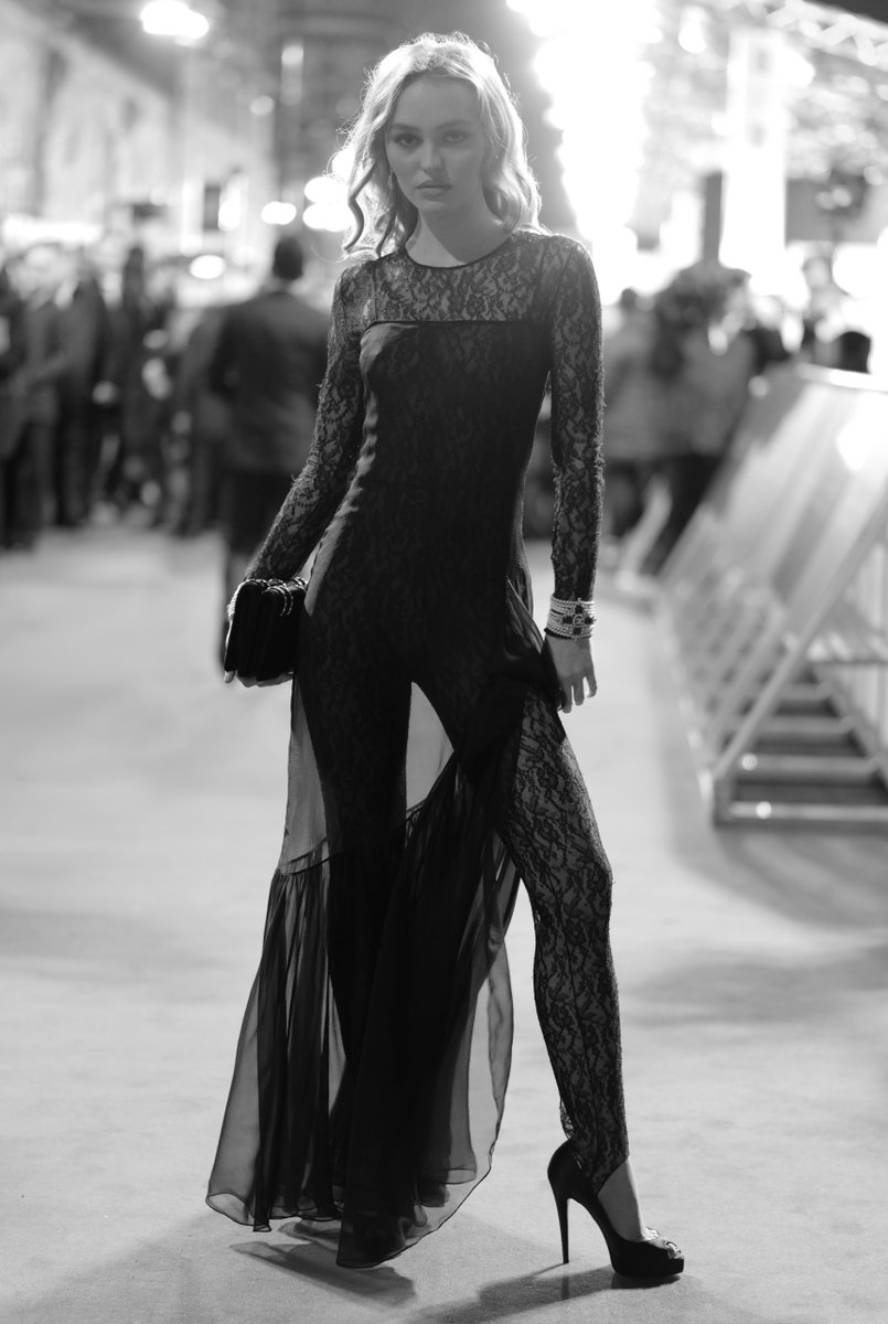 House ambassador Lily-Rose Depp wore a black look from the Paris - 31 rue Cambon 2019/20 Métiers d'art collection at the 2020 BAFTA awards ceremony, photographed by Greg Williams.  #CHANELinCinema #CHANELMetiersdArt #EEBAFTA https://t.co/XDvijiJbbg
