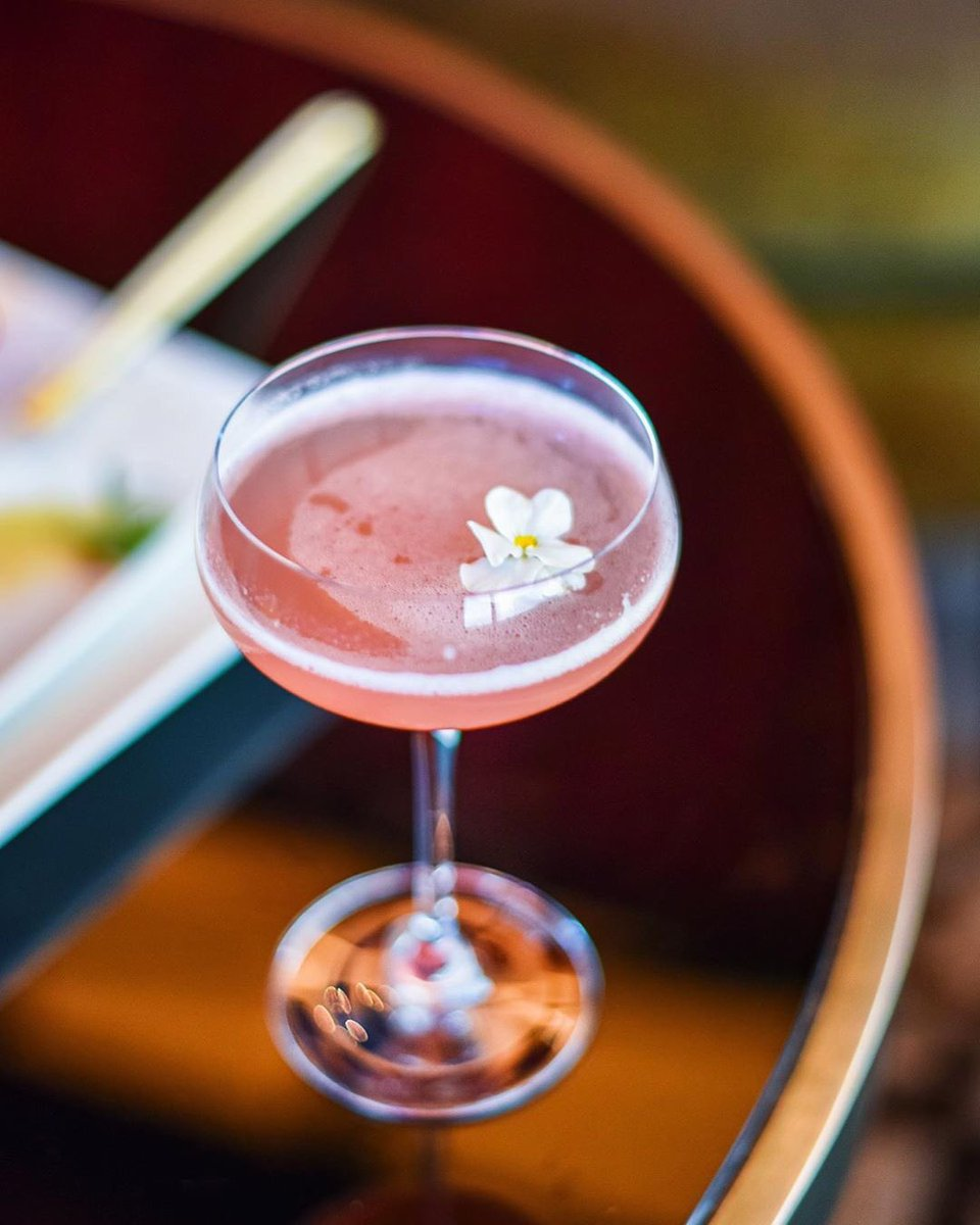 #behindthenobubar Sparkling Ichigo •  A blend of Hokusetsu Junmai Sake, Boiron Strawberry Puree, St-Germain & Prosecco. Available exclusively at #NobuLosAngeles. Cocktail by Lisa Cullen. #Nobucocktails @hokusetsushuzou 😍😍#NobuLosAngelesCocktails