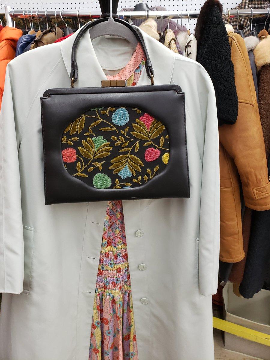 Amazing Vintage Clothes at Madison Ghent in Fredericksburg, VA  *  #madisonghent #amazingstyle #fxbgva #visitfred #shopfxbg  #vintageclothing #vintagestore #fashion #stylist #lookbook #ootd #classicvintage #vintagelady #resalefashionpic.twitter.com/NSLqRp85H9