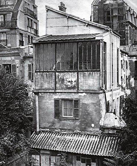 Fachada con el gran ventanal del estudio de #SuzanneValadon. En #Montmartre