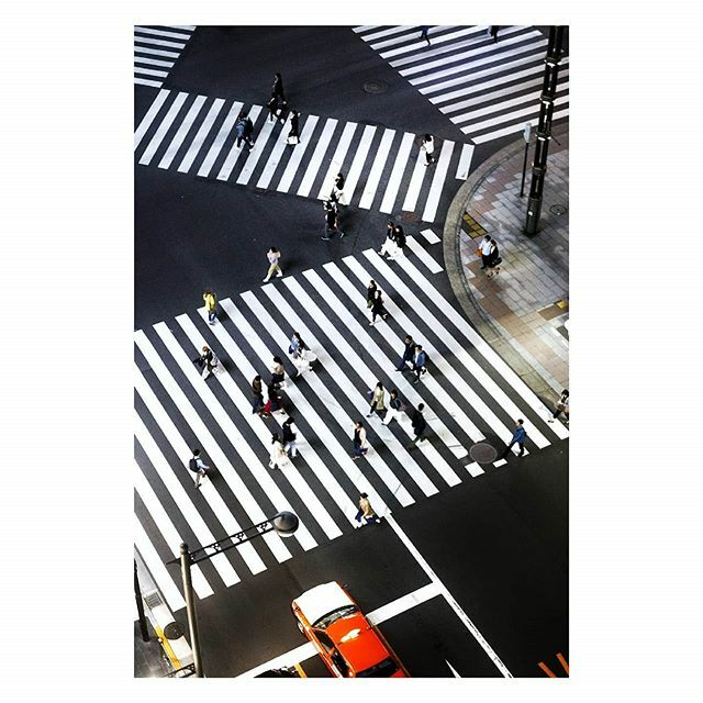 Is it even possible to go to Tokyo and not take a photo of a crossing? Ginza, Tokyo 2017. #ginzatokyo #myfeatureshoot https://ift.tt/2Os9h3M pic.twitter.com/YHCo1YG9ki