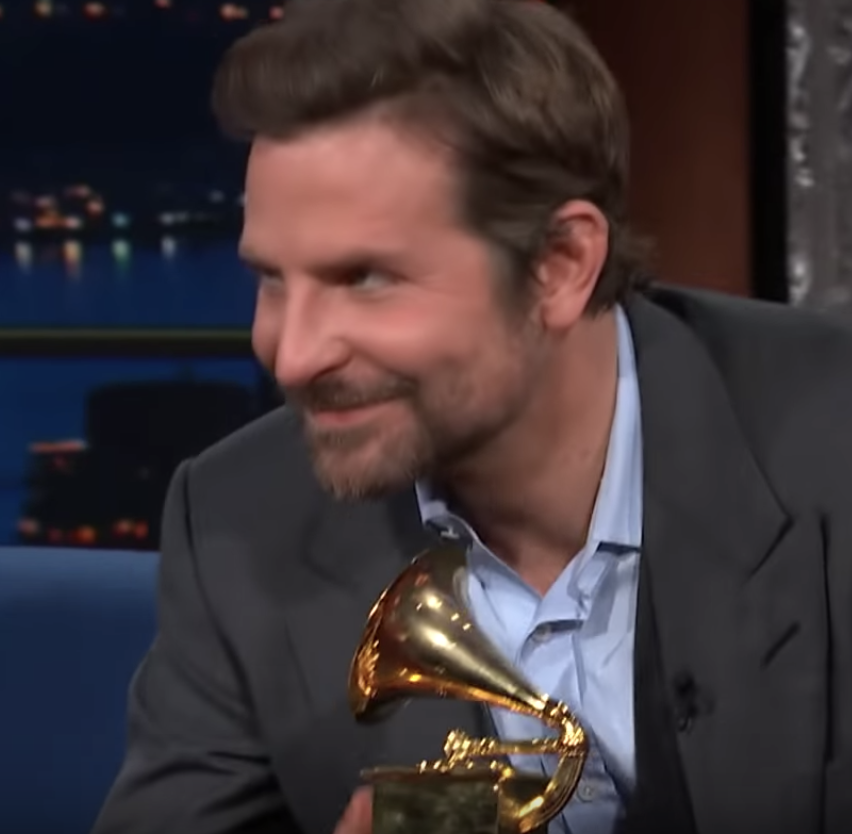 thinking about how Lady Gaga gave Bradley Cooper his first Grammy and Bradley Cooper gave Lady Gaga her first Oscar and my friends won't even let me borrow their charger <br>http://pic.twitter.com/7e28feMuzY