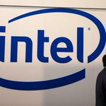 Image for the Tweet beginning: Intel sees 2020 revenue above
