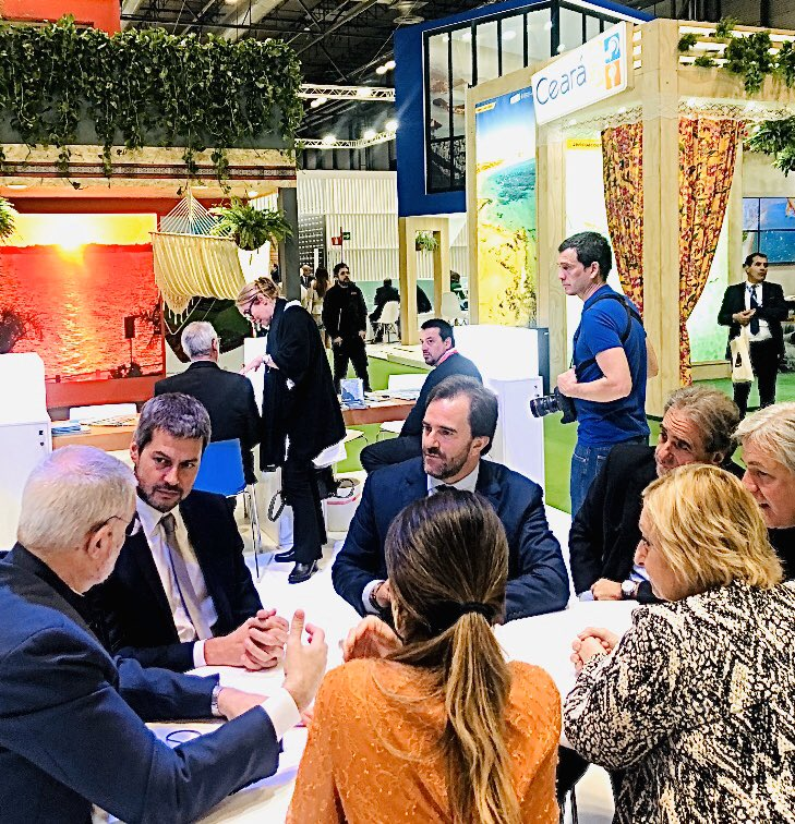 Latin America's example of democracy: Argentina & Uruguay authorities in a meeting at @fitur_madrid . In the middle, the new Minister of Tourism of Argentina @MatiasLammens and sorrounding him both the outgoing and the incoming Uruguayan Ministers, from opposite political parties https://t.co/icCrFYhYtU