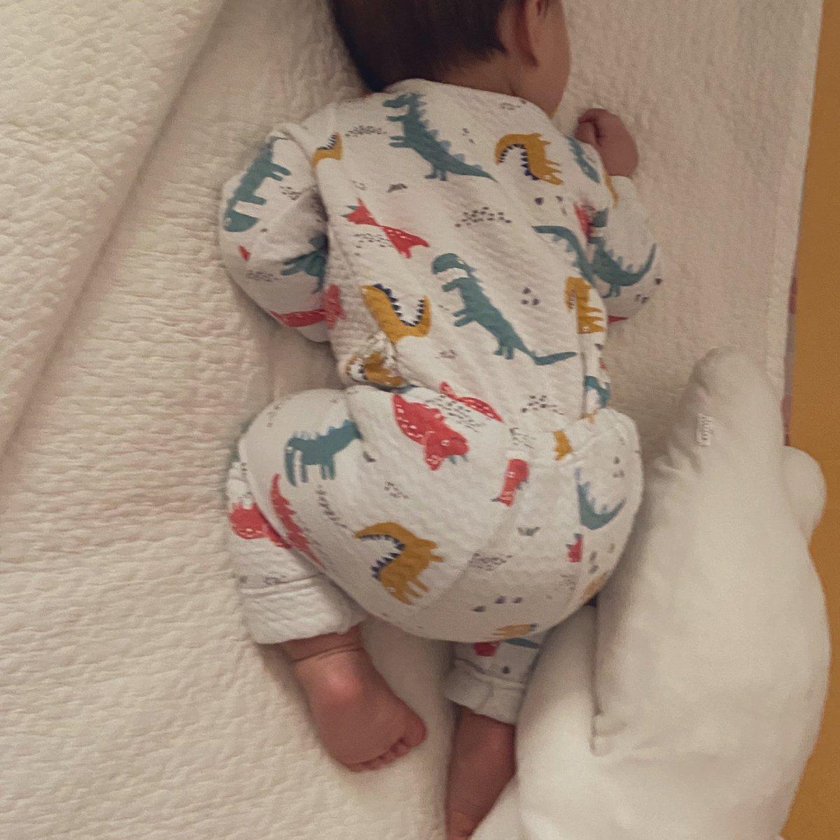 떡두꺼비같은 자식이라는 말이 그냥 아기가 두꺼비같이 자서 생긴 말 아닐까