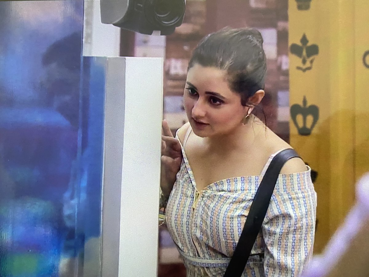 Rashami slaying it in this look  She looks so pretty @TheRashamiDesai  #RashamiDesai #BB13  #BiggBoss13<br>http://pic.twitter.com/gsVvreDgp5
