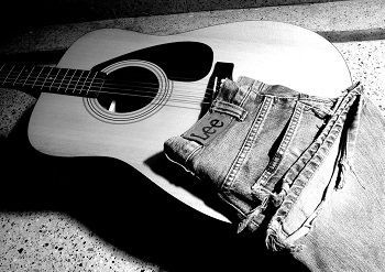 """We want to help you to strap on your partner of a lifetime. Like they say, """"Your jeans and your favorite guitar never gets old"""" #acoustic #guitar #guitardaily #dailyguitar #guitarchoice #iloveguitar #guitarmusic https://buff.ly/2Ny4fTVpic.twitter.com/dRfeTdvKcr"""