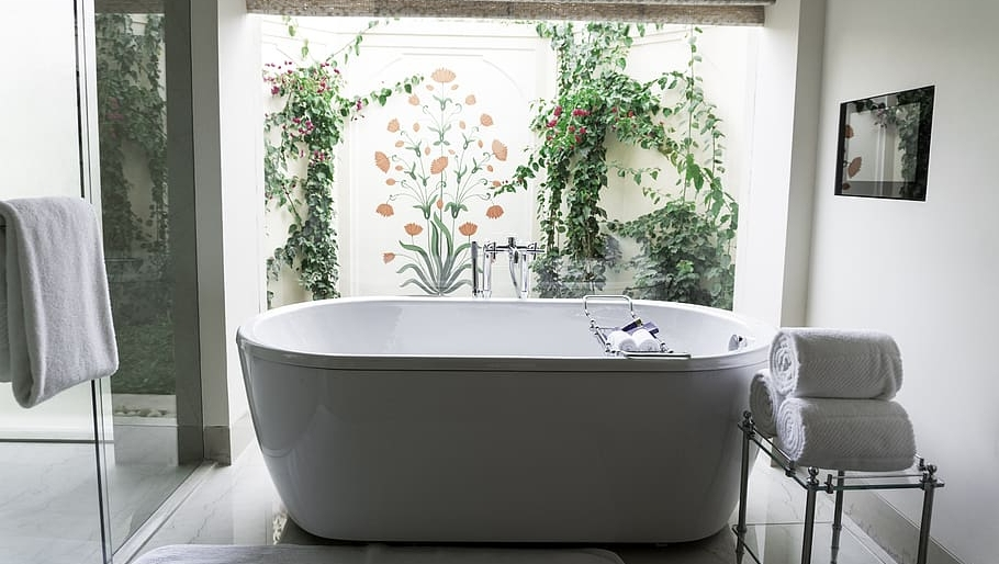 What are you waiting for? The time to relax is when you don't have time for it. #airbnbphoto #airbnblife #airbnblove #airbnbhomes #dallastexas #dallastx #dallasluxuryhomes #bathroomview #bathroomsofinsta #bathroomtime #bathroomplants #bathtubbubbles #bathtubreglazingpic.twitter.com/XQ7lP359I4