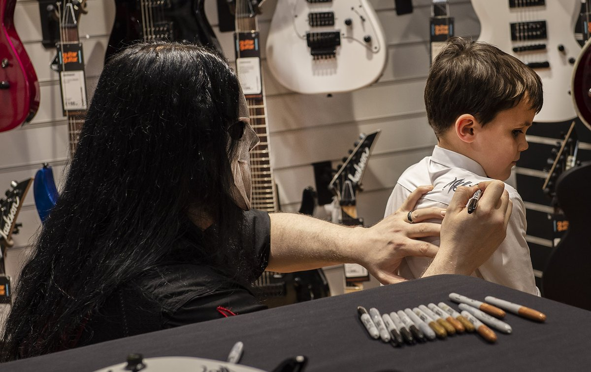Thanks to everyone that made it out to Micks signing at @guitarguitaruk Birmingham. 🤘🎸✍️ Photos: @kogrin
