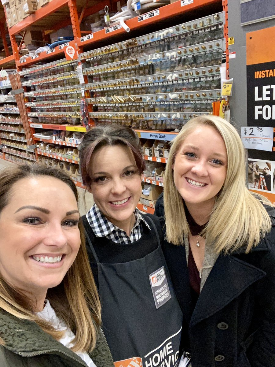Double duty over at @HD2720walker  Training our New Marketing Manager for St. Louis!! Welcome to the Fam Karma!!! We're about to take St Louis by STORM #MakeoverMagic #SetDaLead #BestTeamEver #GameOn #MakeoverTakeoverpic.twitter.com/qUhBoLHh9E
