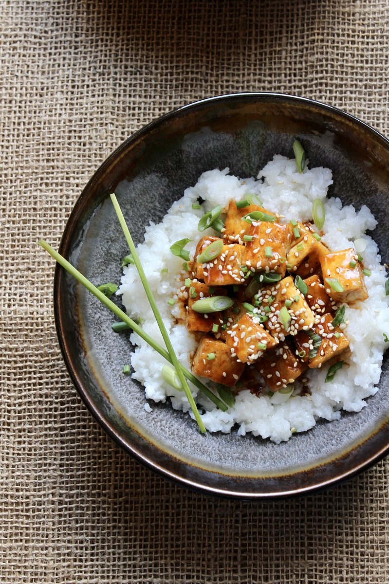 Tofu Thursday: BBQ pan fried tofu served over sticky white rice and sprinkled with green onions, sesame seeds, and chives!  #tofu #vegan #glutenfree #foodies #HealthyFood #foodnetworkkitchen #homeMade #dinner #rice<br>http://pic.twitter.com/oqaO1kSRtV