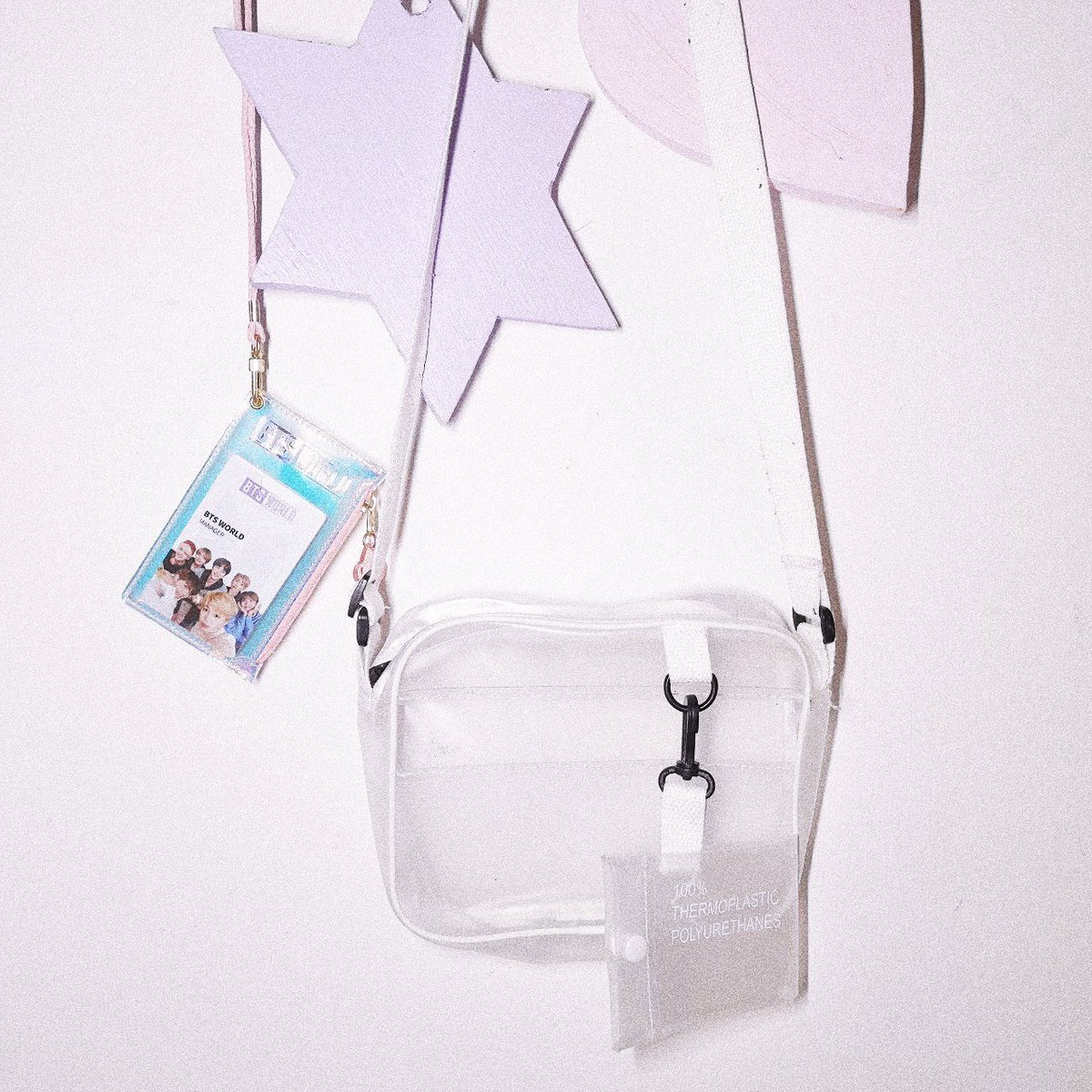 giveaway   clear handbag, fits under concert guidelines, has a holder for your chosen photocard too!  ☆ open worldwide ☆ must be following me ☆ rt this and my pinned  ends 27th january   READ THREAD!! <br>http://pic.twitter.com/INfshyv4Bo