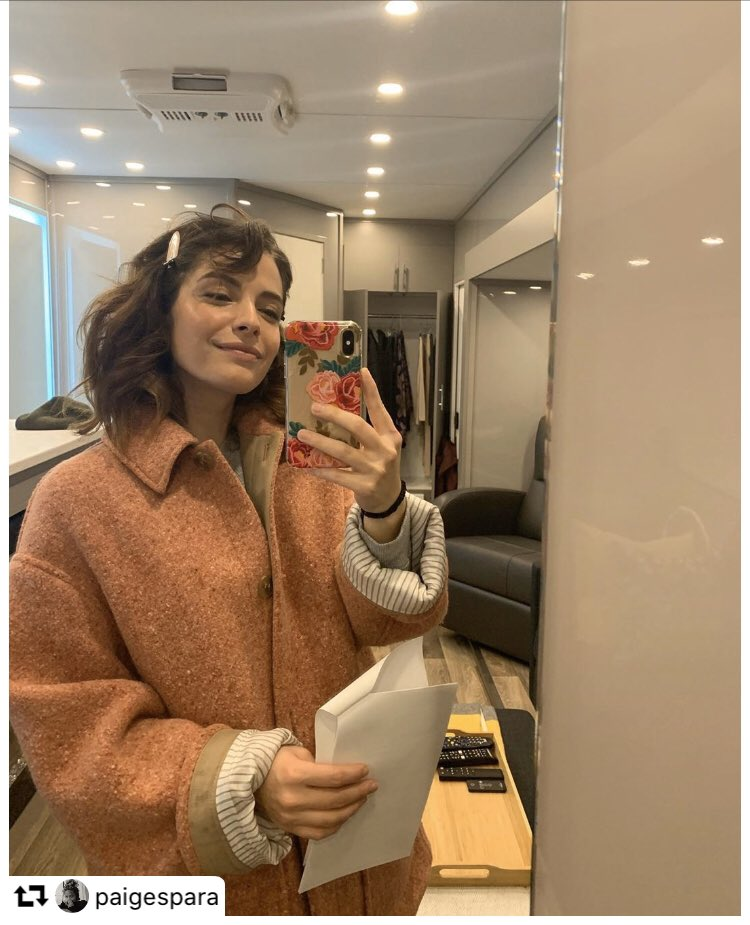Look who's #PrettyinPink 💕and in her trailer!!! You didn't really think they'd get rid of @paigespara just like that did you?!? 😉😂🤣😂 #LeaDilallo  #𝙏𝙝𝙚𝙂𝙤𝙤𝙙𝘿𝙤𝙘𝙩𝙤𝙧  @GoodDoctorABC @gooddrwriters @shorez @SLfrom @todavidkim @sptv #TGDscouts ~𝕂𝕣𝕚𝕤𝕥𝕚𝕖♥️