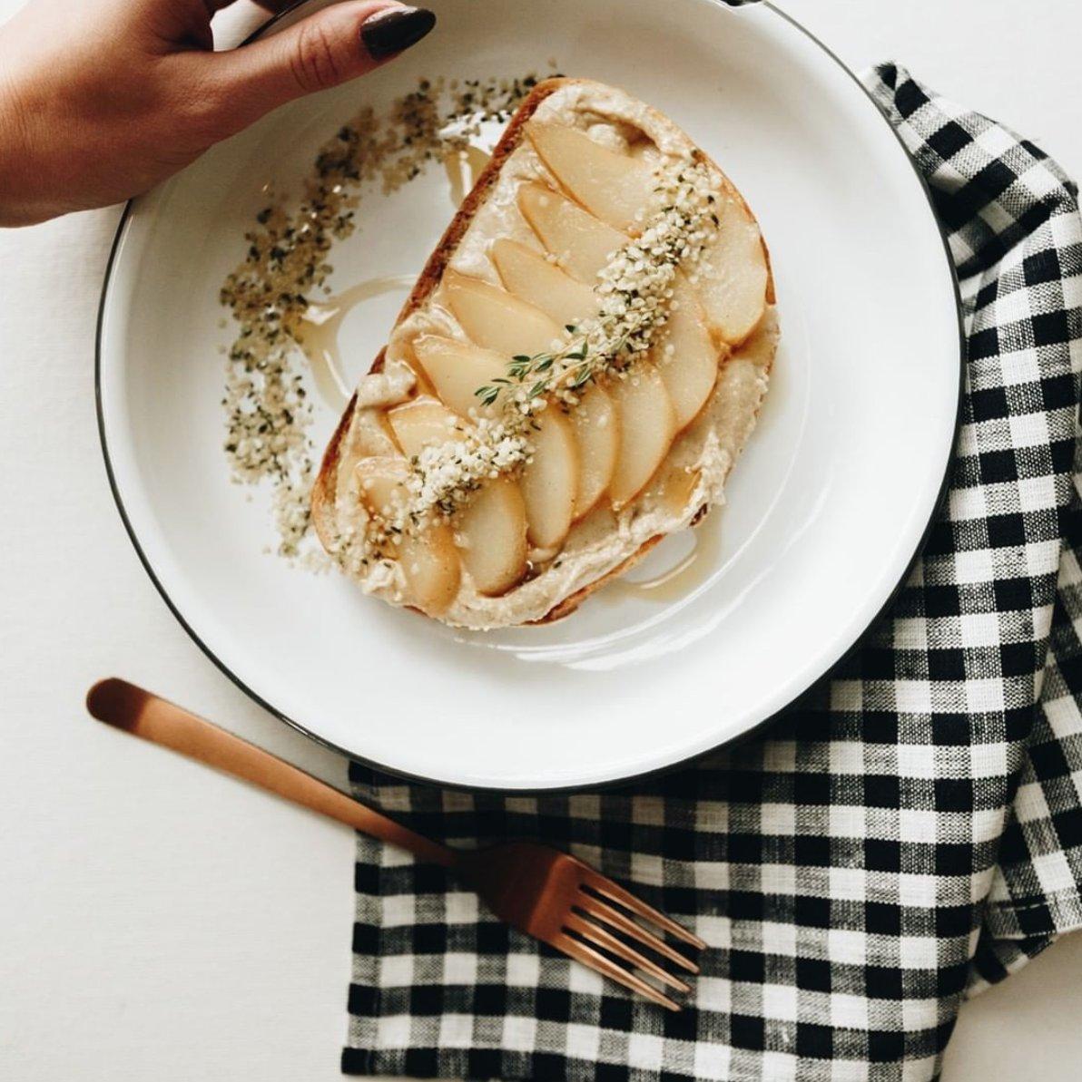 The greatest Friday setup... pear toast from @newgeneralstore #falconenamelware #fridayfuel #breakfastclub #breakfastgoalspic.twitter.com/Ot61xwht7v