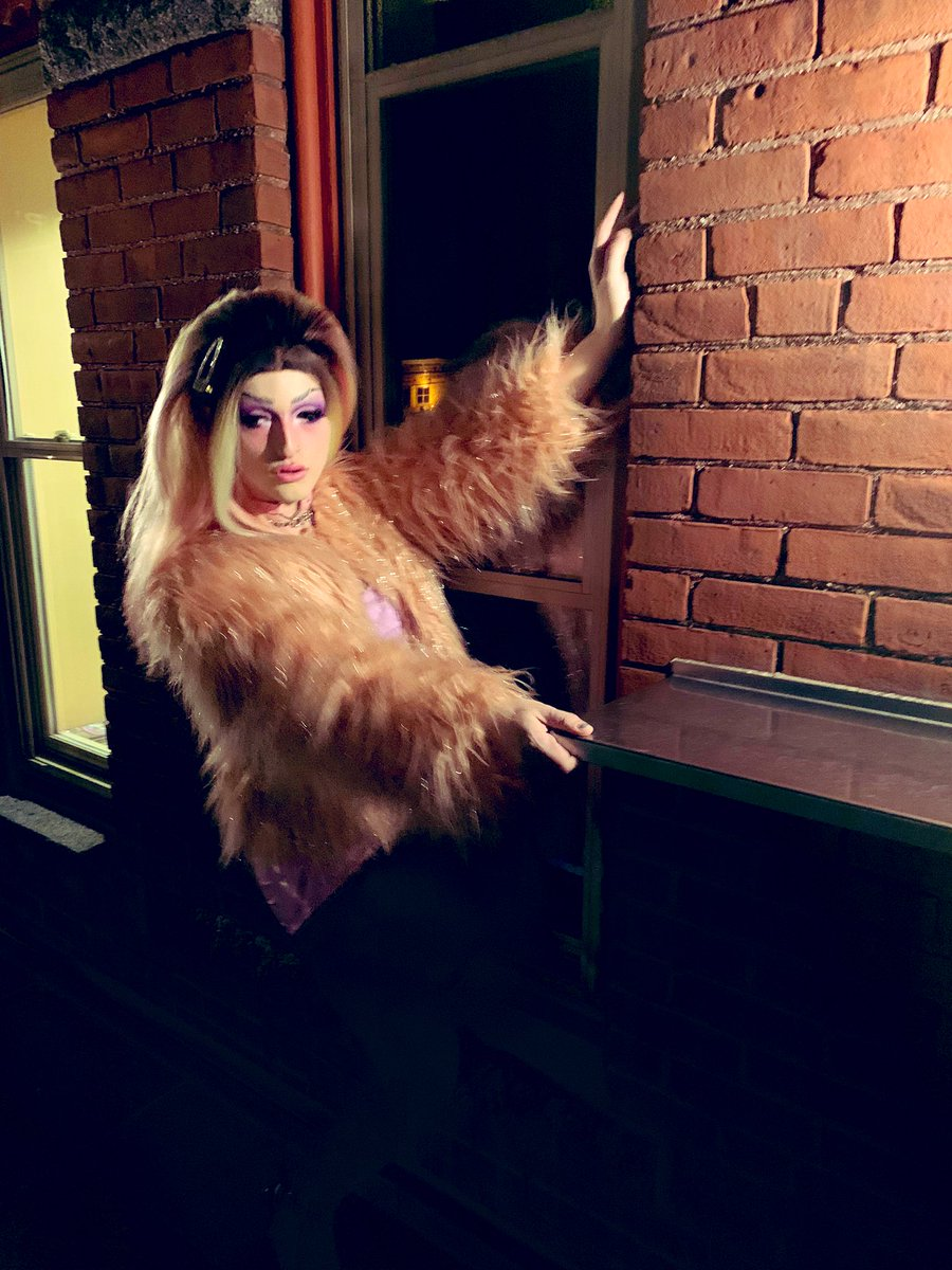I AM the big pink furry box bitch #drag #dragqueen <br>http://pic.twitter.com/n2hEZb4HdA