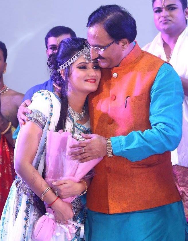 शिक्षा मंत्री निशंक की बेटी आरुषि इस फिल्म से कर रही बॉलीवुड डेब्यू, इससे  पहले दिखेंगी इस म्यूजिक वीडियो में | Cabinet Minister Ramesh Pokhriyal  Nishank Daughter ...