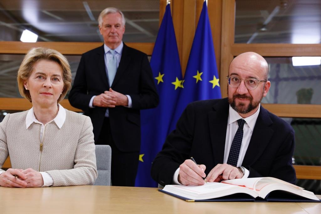 Today I signed the UK Withdrawal Agreement for the EU together with @vonderleyen Things will inevitably change but our friendship will remain. We start a new chapter as partners and allies. Hâte d'écrire ensemble cette nouvelle page.