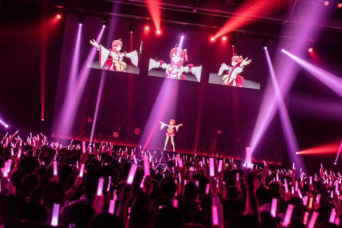 【 ただいま公演中!】まだまだこれからですよ!ついてきてください💨🎵 マイネームイズエリート☆(さくらみこ)🎵 ヒバナ(夜空メル)🎵 フレーフレーLOVE(ときのそら)🔽ネットチケットはこちらから🔽 Photo By Ayo Kajino @ayokajino #とまらないホロライブ