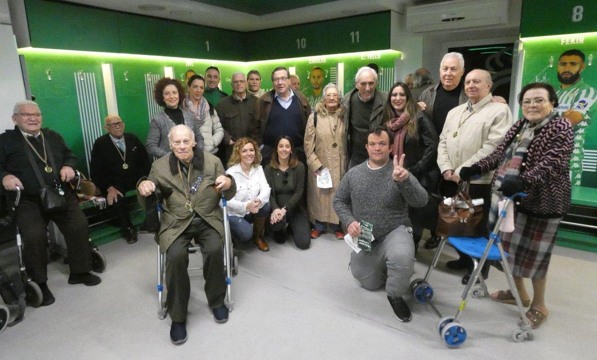 test Twitter Media - ⚽Las #PersonasMayores de @DomusVi_Es Alcalá de Guadaíra visitan el estadio del Betis como broche final a los #TalleresReminiscencia basados en el fútbol. ¡Mira lo bien que lo pasaron! https://t.co/xbZIuqGvVK #AESTEasociados https://t.co/9CyoOzawFs