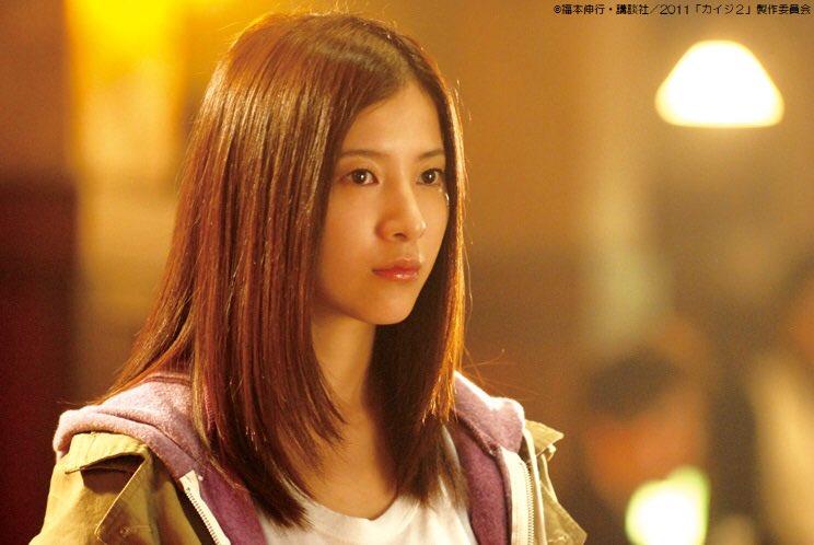 前作で命を落とした石田の娘、裕美役の さんは佐藤監督から「感情を出さないくらいに抑えて」と言われたそうです。また最後まで周りに馴染まないよう意識したとのこと。 ちなみに水曜よる10時放送の「https://t.co/aRopd1zj3o