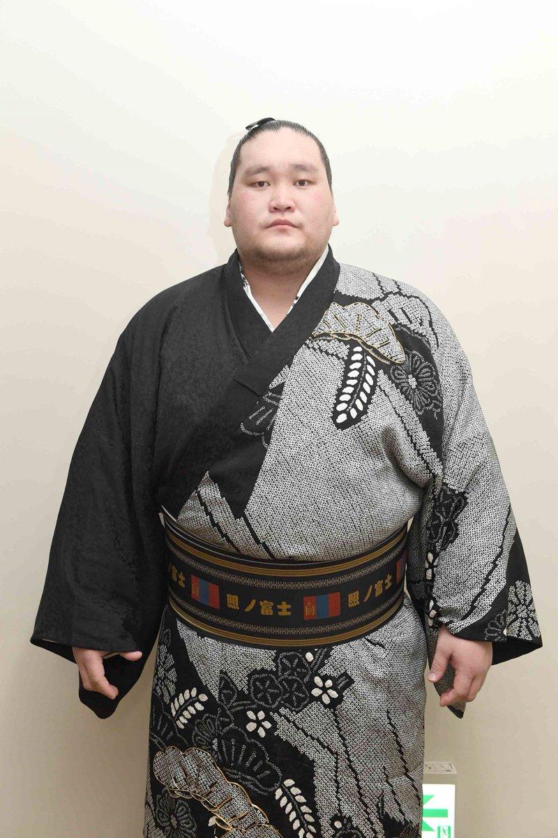 照ノ富士関が十両優勝を果たした。