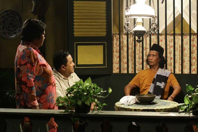 Totalitas Mandra, Atun dan Rano dalam flim Film Akhir Kisah Cinta Si Doel. Foto @BookMyShowID