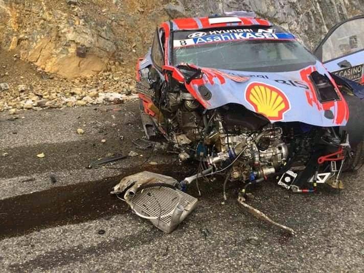Más fotos de como ha quedado el Hyundai de Tanak y Jarveoja tras el fuerte accidente #RallyMontecarlo #WRC