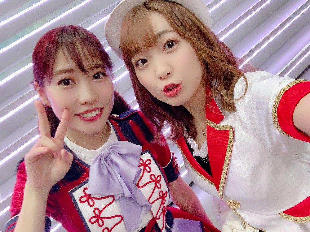 楠田さんっ!笑顔が眩しすぎて直視できず。🤦🏻♀️エレベーターでご一緒なったのですが直視することできず。。笑チラ見だけはさせていただきましたっ!笑笑顔がスーパー眩しい。。写真緊張しててウケる。#ラブライブフェス