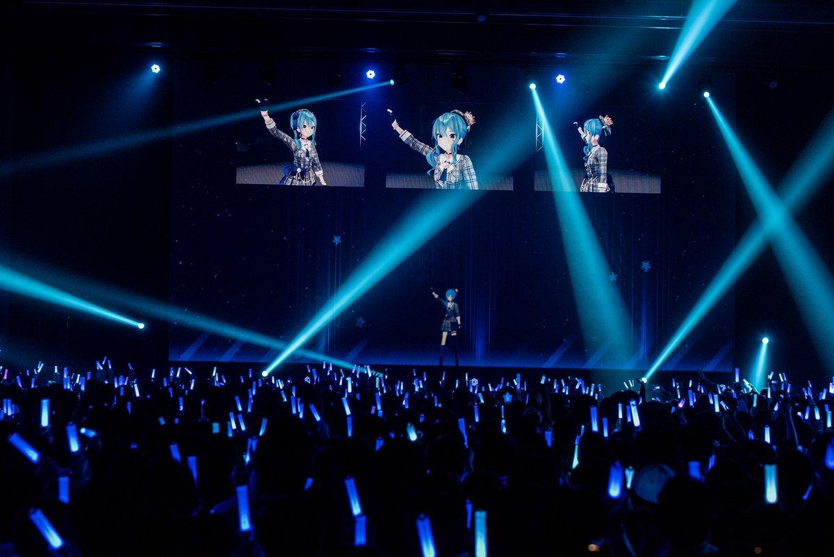 【 ただいま公演中!】みんなのライブ、一緒に盛り上げましょう!🎵 天球、彗星は夜を跨いで(星街すいせい)🎵 私、アイドル宣言(赤井はあと)🎵 惑星ループ(猫又おかゆ)🔽ネットチケットはこちら🔽 Photo By Ayo Kajino @ayokajino #とまらないホロライブ