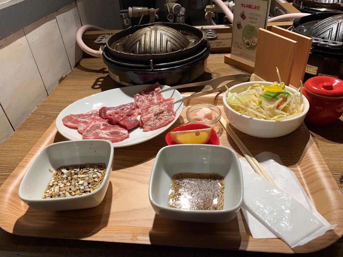 知り合いが、新宿に1人ジンギスカンの店を出したと言うので行って来たよー😊今迄、1人焼肉は沢山有ったけど、1人ジンギスカンて、、、😳😳女性のお客さんばっかりだったから、通うしかないなぁ!と😋