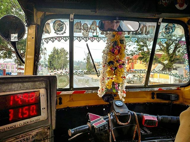 En rickshaw por Port Blair, en las Islas Andaman, en medio de Océano Índico https://ift.tt/1nvE4ND  #india #portblair #andamanislands #andaman #isla #island #islandlife #oceanoindico #rickshaw #streetsofindia #taxi #taximeter #flores #flowers #indiaroads #viajar #travelasia… pic.twitter.com/EyLcUx367T