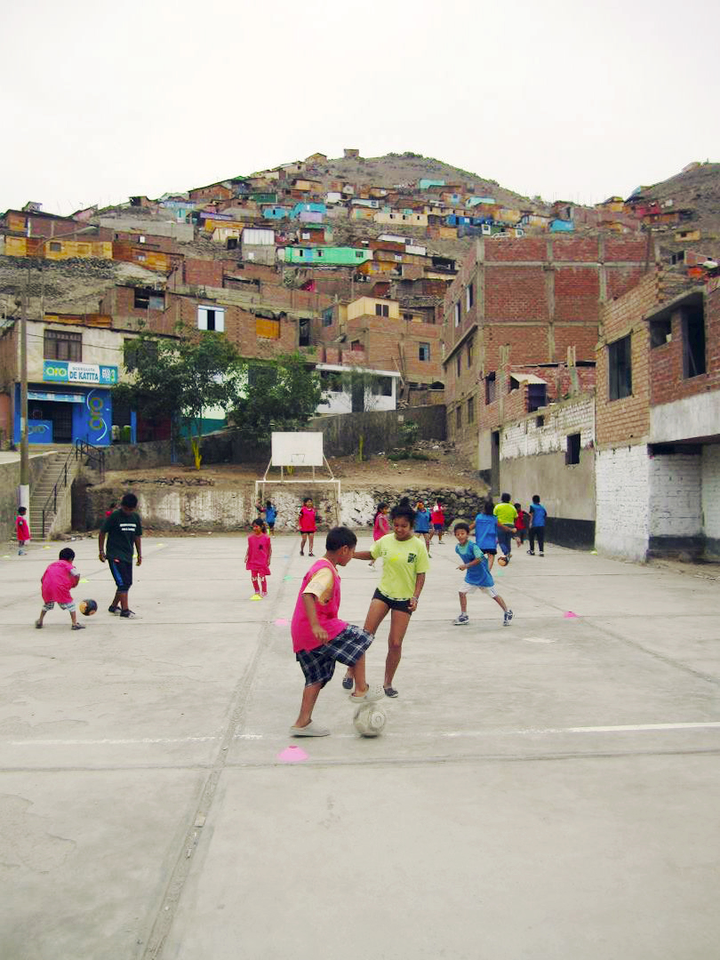test Twitter Media - 📚 | #EducationDay  Violence in Villa El Salvador once kept pitches like this empty  @CEDEC_Peru's street football helped pacify public spaces, teaching: respect, honesty, communication, & cooperation.  Today we're learning from them. #Fridayfields https://t.co/BSLyQuR7pS
