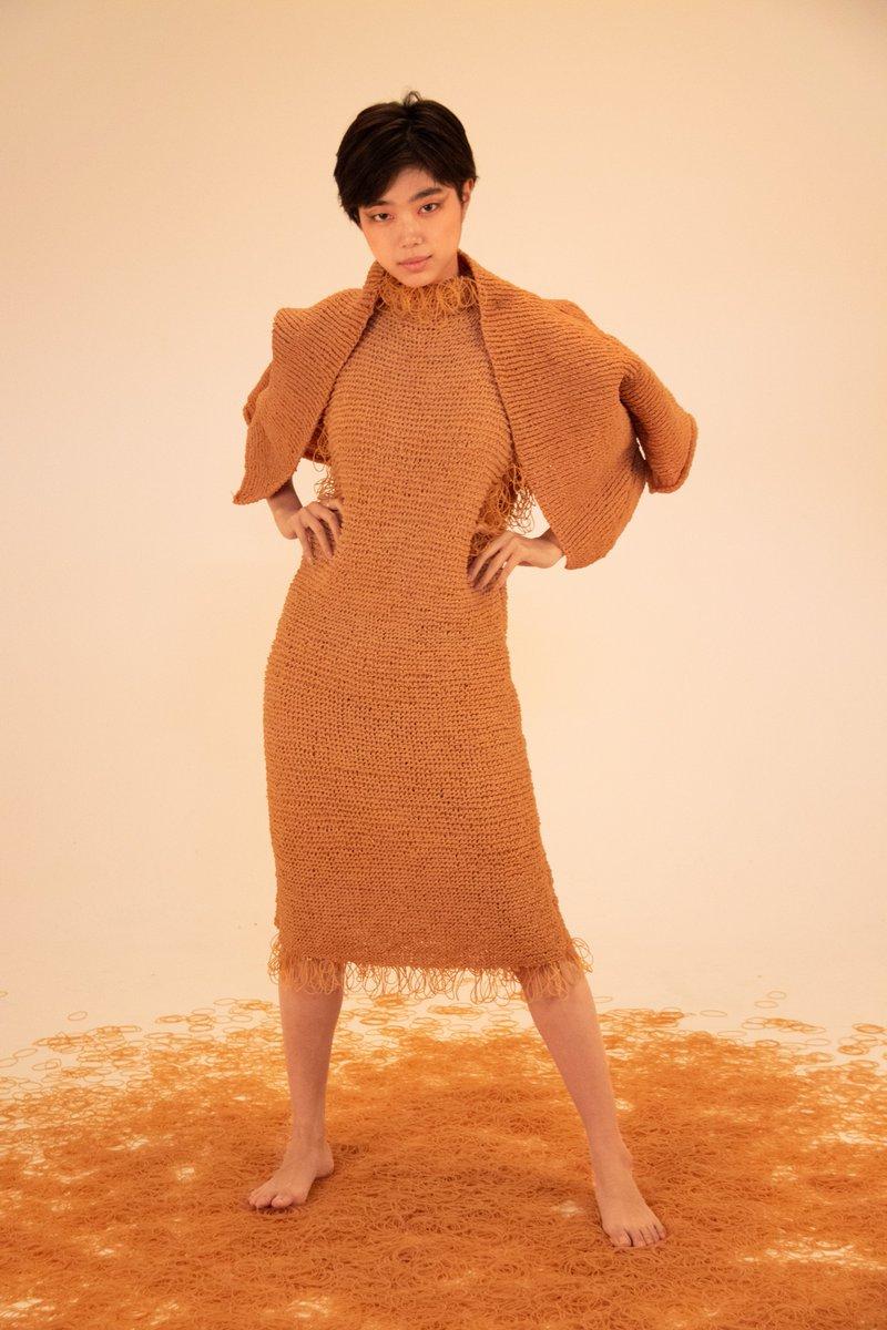 #統合卒制2020輪ゴムで服編みました。絶対見に来てください。お願いします。場所:多摩美術大学 上野毛キャンパス9:00-17:00 26日まで