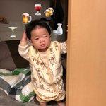 二日酔いのおっさんがでてきた!?赤ちゃんの行動が面白い!