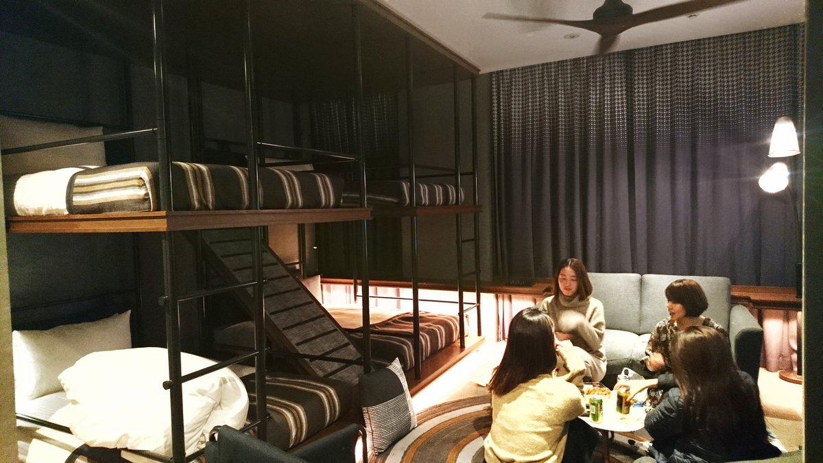 金曜日の夜に、麻布でホテル女子会。1泊5,500円で、テラハ見ながら女子トーク。併設でホテルに雰囲気のいいバーが24時までやってるからサク飲みして、部屋でまったりできる◎お部屋でリラックスしながら、みんなが時間気にせず集まれるの、ほんとオススメ。THE LIVELY HOTELよい。#hotelist _24