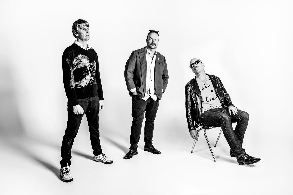 📢 ON SALE NOW! 📢 @dronecoma on April 3rd at Headliners Music Hall! 🎟️ ---> bit.ly/StephenMalkmus…