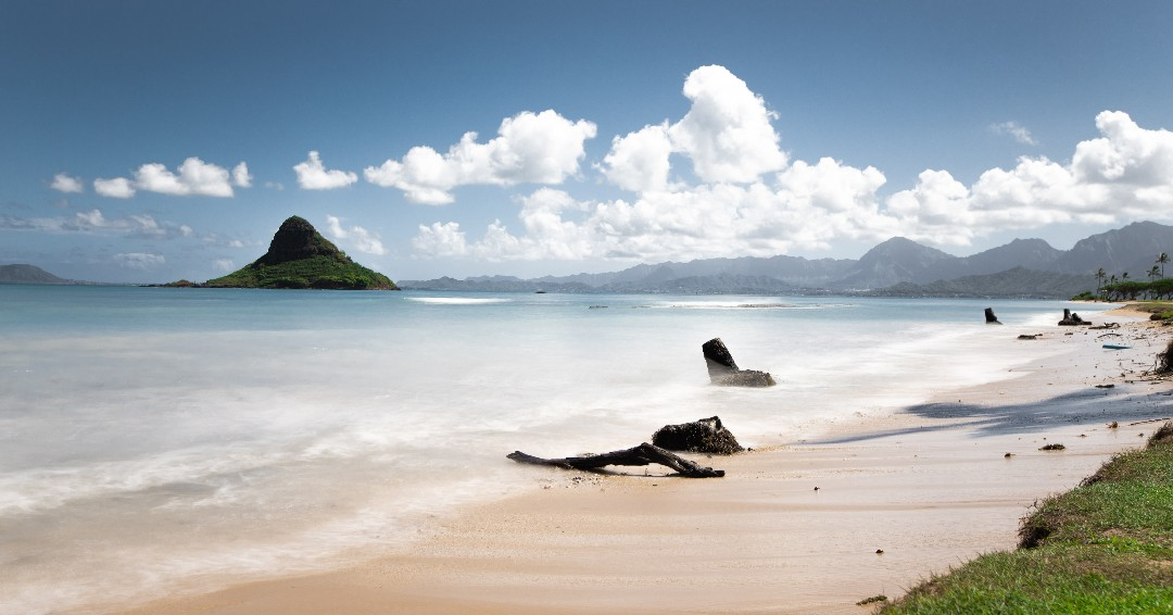 Happy #AlohaFriday from Lanikai Beach. Have you ever been to Hawaii? Which island is on your bucket list? <br>http://pic.twitter.com/KtJfnktdfa