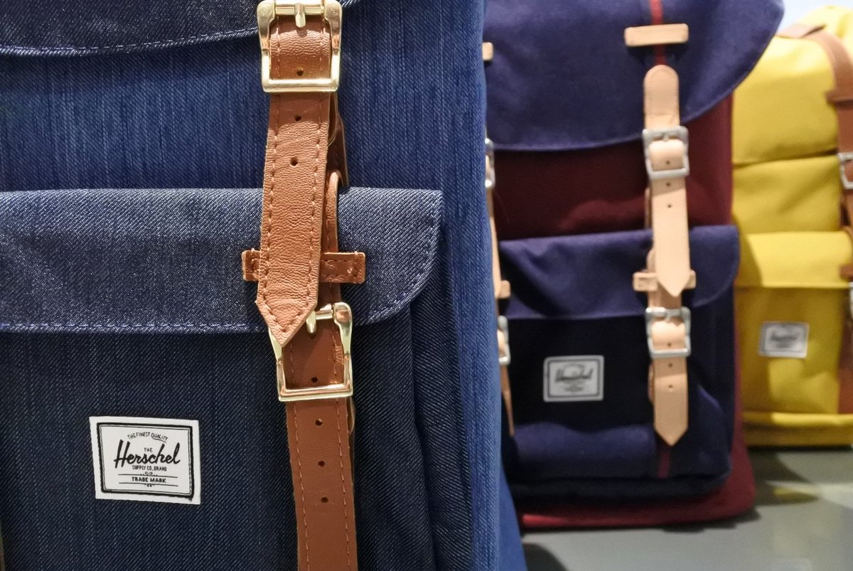 Shop online Herschel backpacks on  #herschel #backpack #bag #accessories #fashion #travel #welltravelled #colorful #floccaristore #palermo #zaino #style