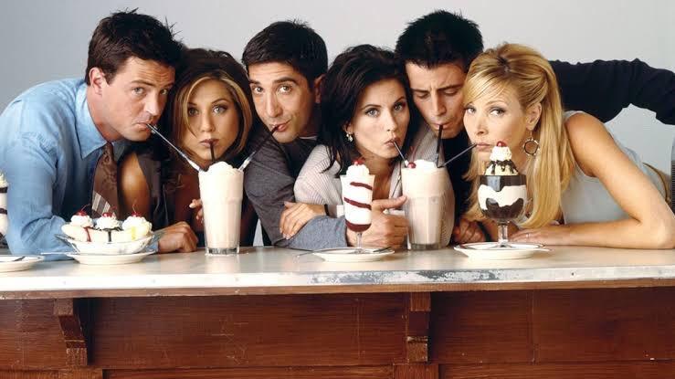 Que saudade!  Courteney Cox compartilha foto de bastidores de #Friends, confira: