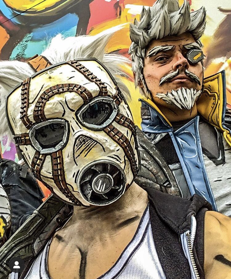 So happy togeth... WAIT A MINUTE!  Another throwback from @LuccaCandG 2019, during the @Borderlands 3 official cosplay parade! Psycho and ph: @gantzermezza (on IG) @GearboxOfficial @2K @DuvalMagic #Borderlands3 #Borderlands #cosplay #Lucca #psycho #videogamespic.twitter.com/4UT3Nsl5qD