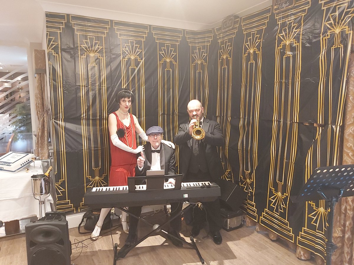 The Gatsbys @Warble_Ents jazzed up a 1920s-style VIP launch party in Solihull yesterday! https://t.co/Fg2GSQ1VYu
