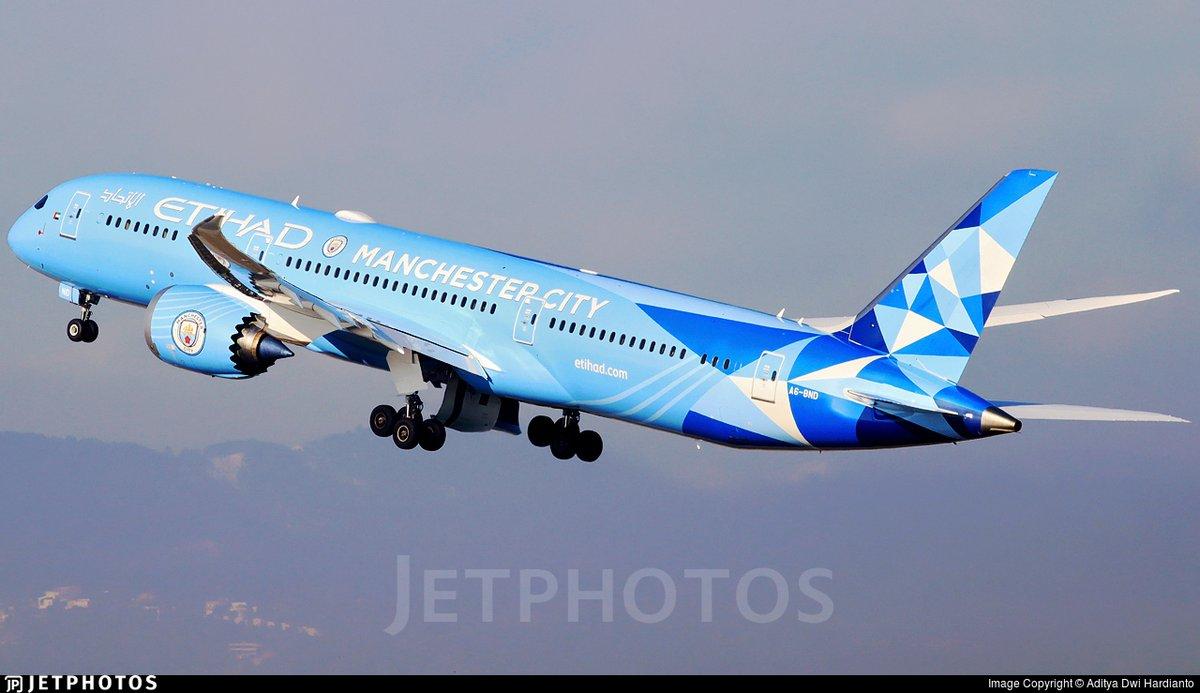 Etihad's Manchester City livery 787 departing Barcelona. jetphotos.com/photo/9583332 © Aditya Dwi Hardianto