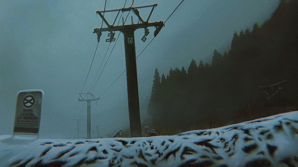 こないだスキー行った時リフトと一部コース閉鎖されてて写真撮ったついで管理人の人に事情訊いてみたら、「 リフトで登っていった人数と、滑り降りてきた人数が合わなかった 」それだけしか言わなかった