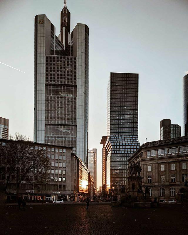 Skyscraper.  Frankfurt am Main | Germany  #teampixel @googlepixel #madebygoogle @google @madebygoogle #picoftheday #frankfurt @frankfurt.de #frankfurtdubistsowunderbar @frankfurtdubistsowunderbar @dasechtefrankfurt #dasechtefrankfurt #ffm #wasbornforart … https://ift.tt/36qqssWpic.twitter.com/DMwKEqm8di