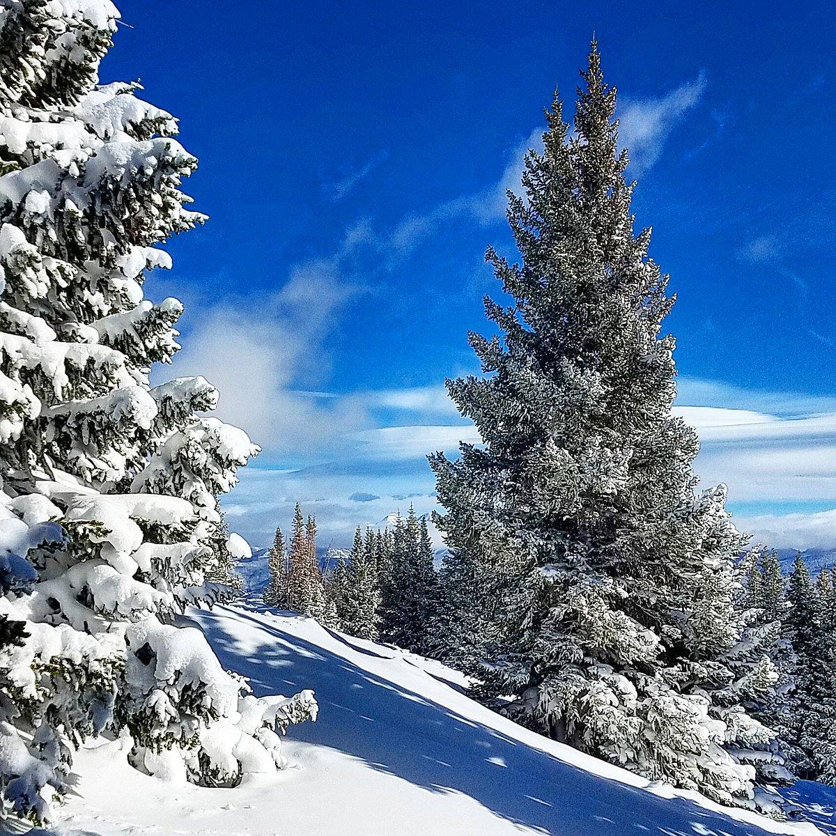 #TGIF Stash hunting @breckenridgemtn #ski & #snowboard nation! #ApresLIVE #Breckenridge #Colorado #Wanderlust #Breck #Travel #TravelLife #TravelGuide #photography #TravelPhotos #TravelPhotography #LuxuryTravel #skiing #snowboarding #Mountains #MountainPhotos #MountainPhotography