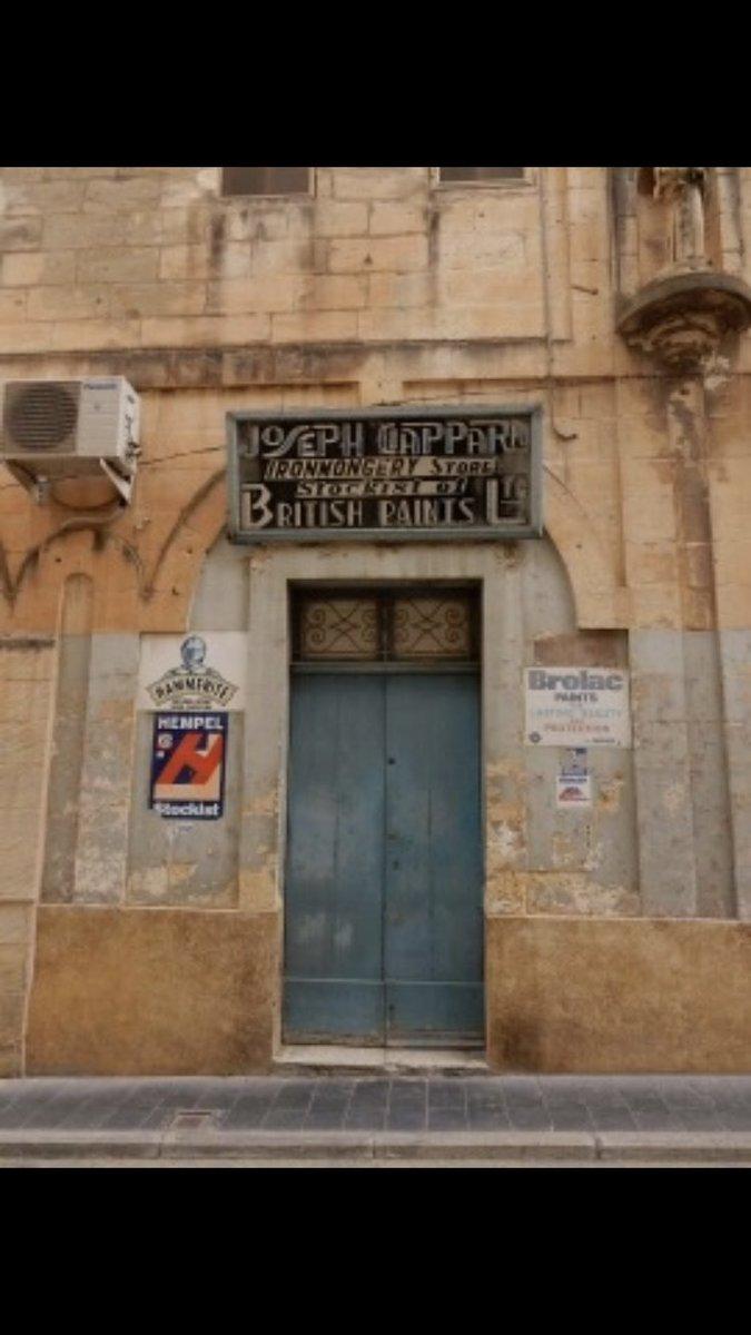 British paints @VisitMalta  @VisitMaltaUK #Malta #photography #photos #shop #door #Valetta @ThePhotoHour @Lighthypeapp