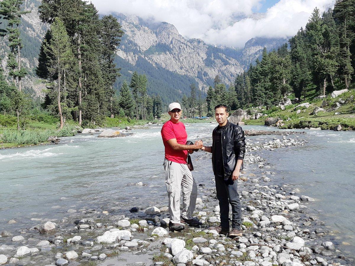 Friends in Kumrat 🙂   #kumrat #kumratvalley #dir #UpperDir #chitral #koshistan #KPK #Pakistan 🇵🇰 #beautifuldestinations #etribune #dawndotcom #mountainesia #mountainclimbing #natgeo #streetphotography #travelphotography #natgeoadventure #photography #NationalGeographic